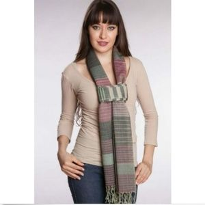 Orchid Wool Scarf Handwoven in India and Fairtrade